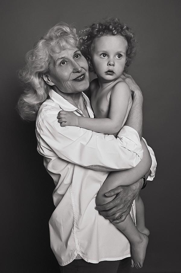 Familienfoto Oma mit Kleinkind